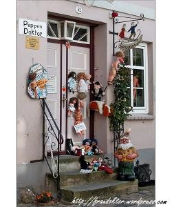 Die Tür vom Puppendoktor
