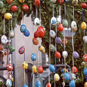 Vorhang am Osterbrunnen